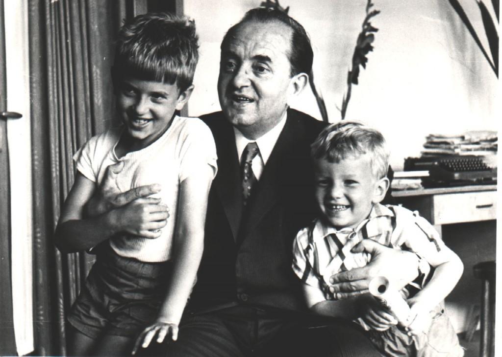 Венко Марковски с внуците си Игор и Вени