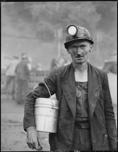 Harry_Fain,_coal_loader._Inland_Steel_Company,_Wheelwright_^1_&_2_Mines,_Wheelwright,_Floyd_County,_Kentucky._-_NARA_-_541452